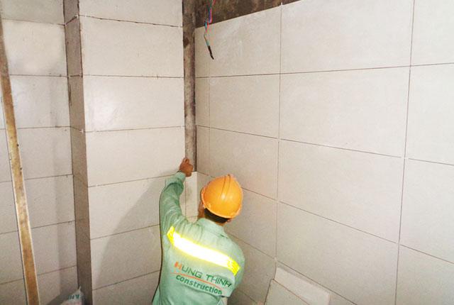 Ốp tường nhà vệ sinh tầng 7,8,10 block A, từ tầng 6 đến tầng 8 block B